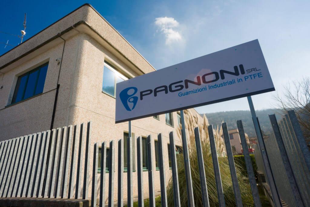 Esterno dell'azienda Pagnoni srl specializzata nella produzione di guarnizioni industriali in PTFE